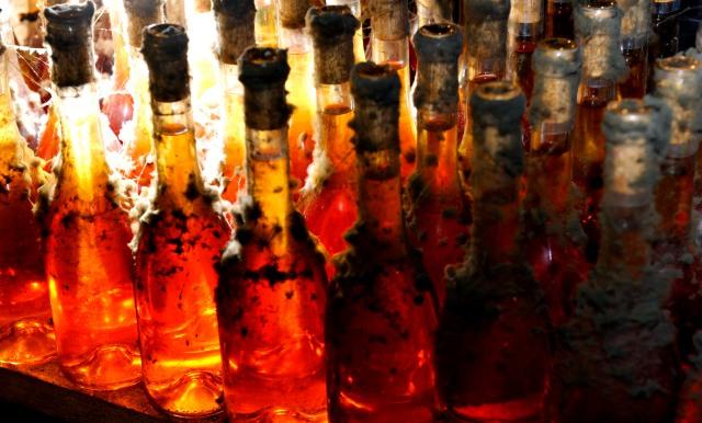 Régi évjáratú palackok másolat